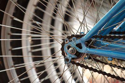 Comment réparer une crevaison de vélo pas à pas